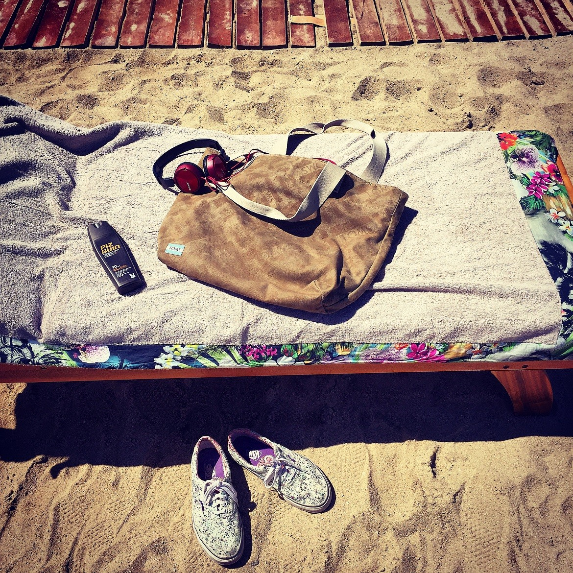 TOMS holdall bag to carry the beach essentials in style!