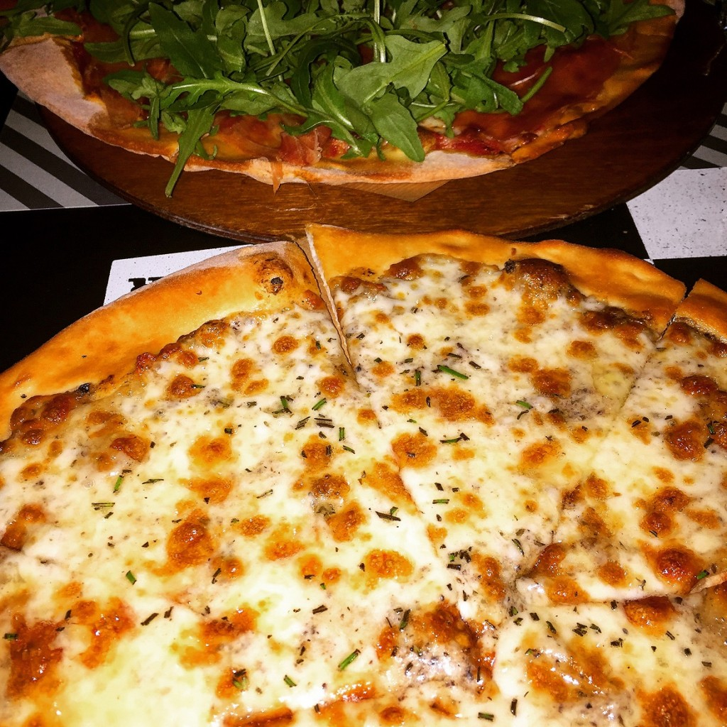 FLOWER: Thin pizza tartufata & pizza prosciutto-mozzarella-rucola. Plus: they deliver on a bike! How cool is that?!