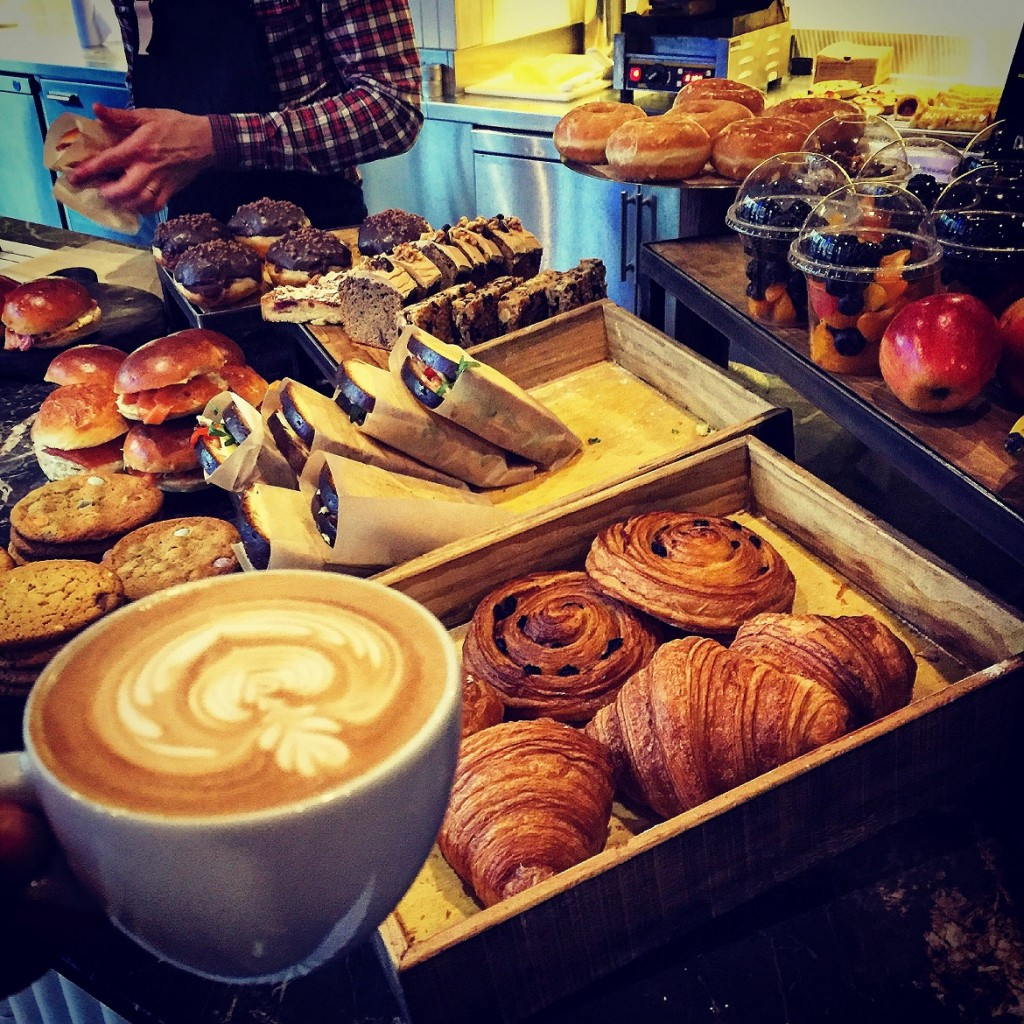 Best coffee & snacks for breakfast at the ACE hotel cafe!