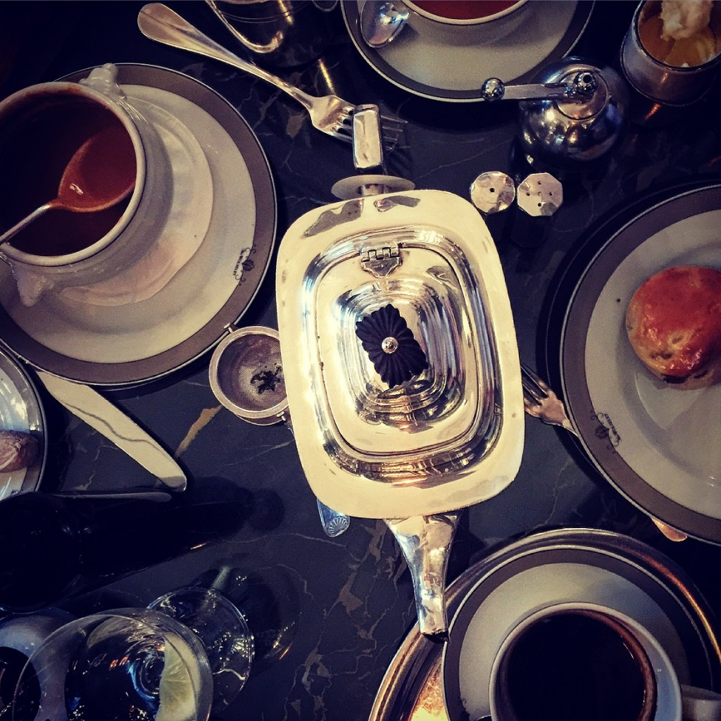"""5 o'clock tea & scones at Kate Moss' favourite """"The Wolseley"""" on Piccadilly road"""