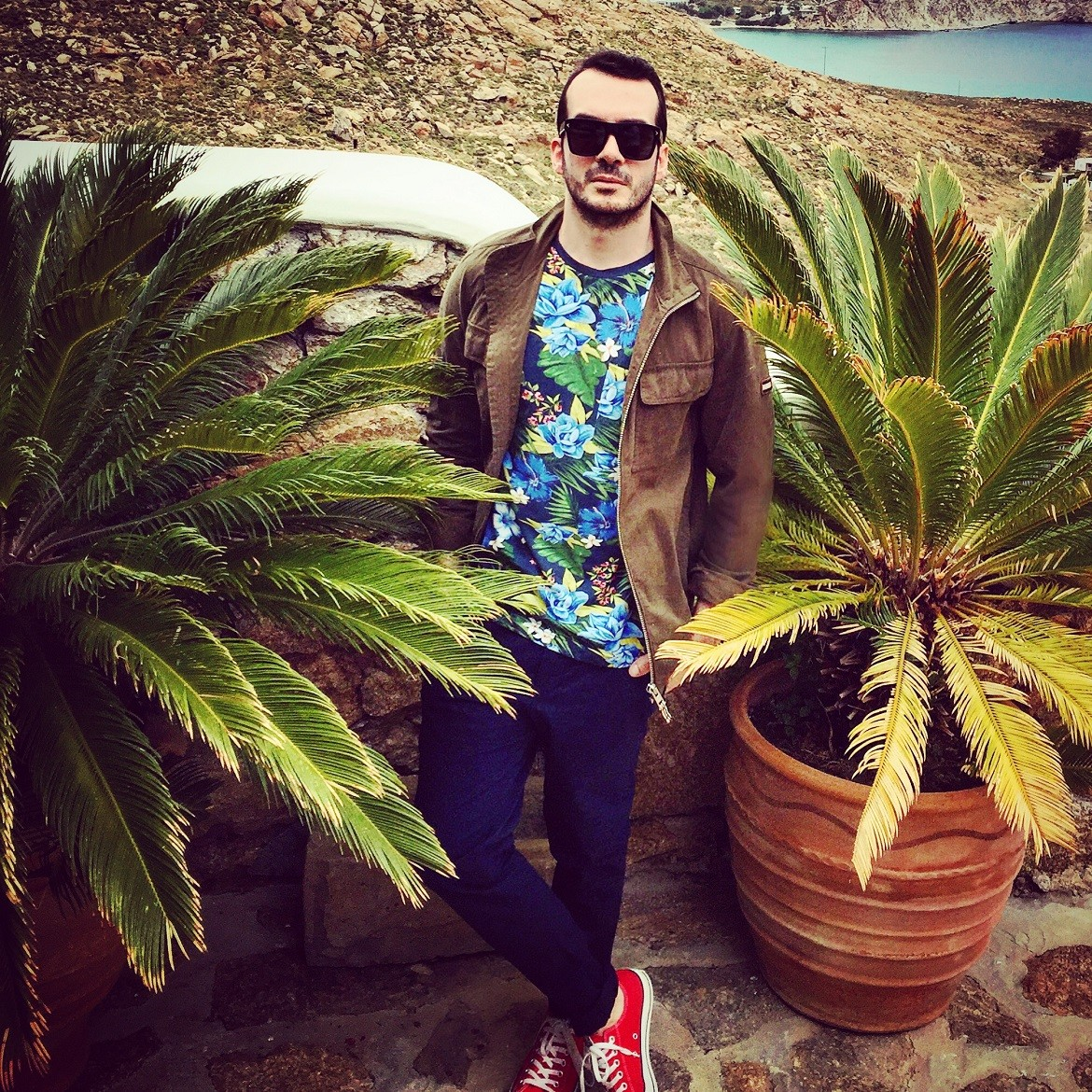 GOING FLORAL IN MYKONOS: Field jacket, t-shirt & chinos by Tommy Hilfiger // Sneakers by Converse All Star // Sunglasses by Givenchy