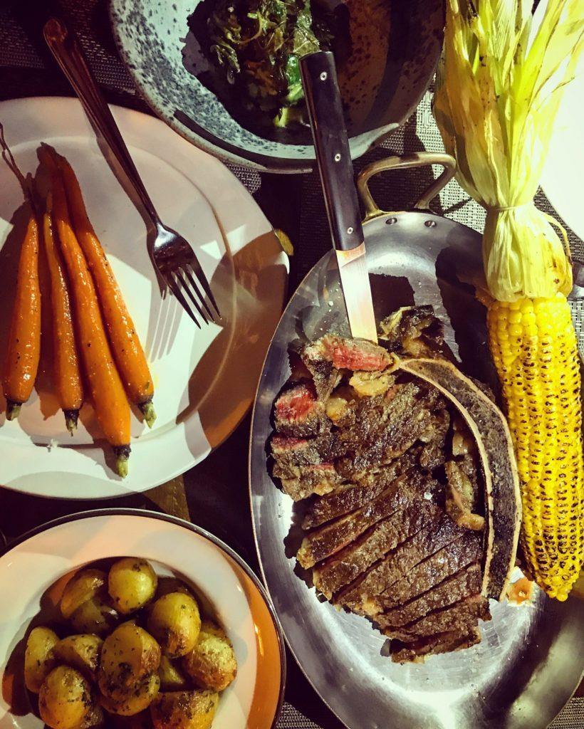 Σούπερ τρυφερό Loin Aberdeen Angus 90 ημερών ωρίμανσης για 2 ή 3 -συοδεύεται από πατάτες φούρνου, χόρτα, καρότα, καλαμπόκι