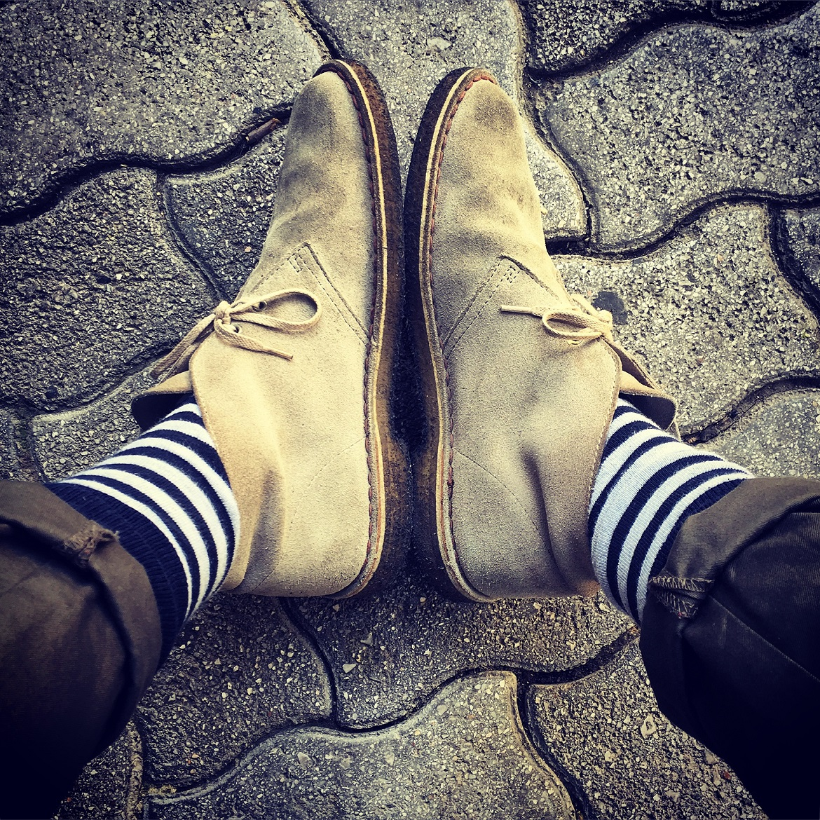All-time-classic Clarks desert boots in grey. Buy a pair to last forever!